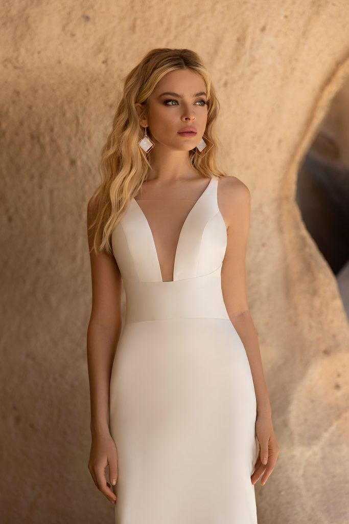 simple fitted wedding dress