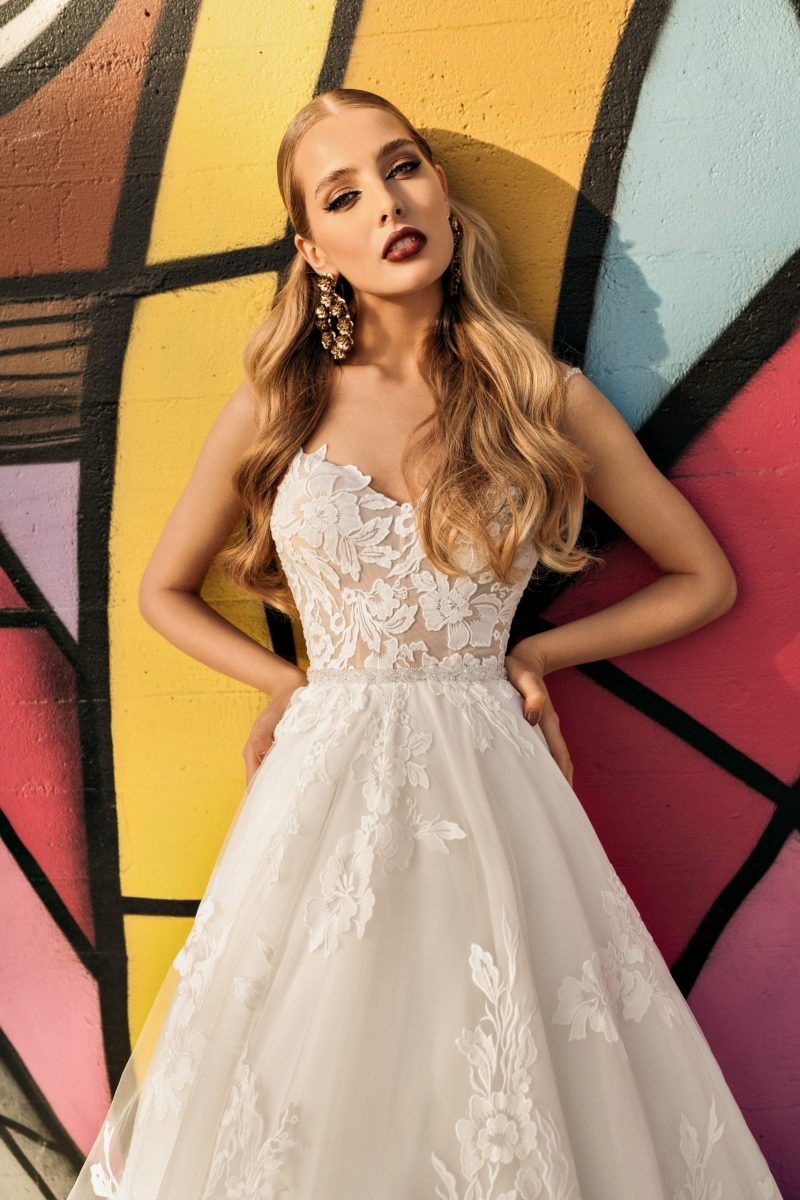 Sweet heart Neckline Spaghetti strapped A-Line Wedding Dress